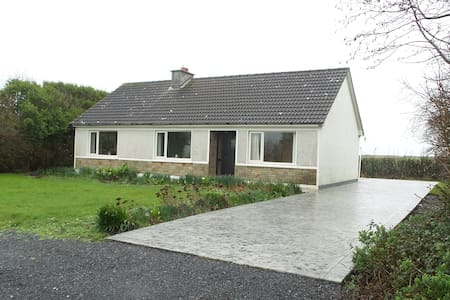 Fully Modernised 3 Bedroom Bungalow - Carrigaholt - Hus
