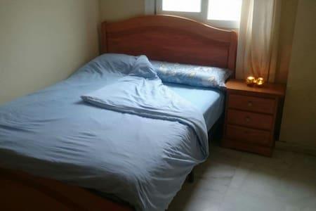 Nice room in 3 bedroom flat - La Línea de la Concepción