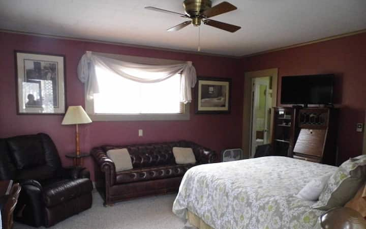 Queen Room at Otter Creek Inn