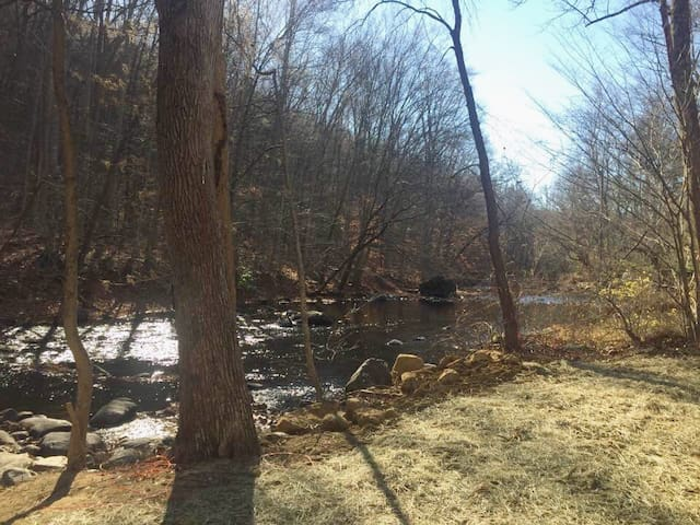 Private Suite on the Musconetcong River. - Hackettstown - Leilighet