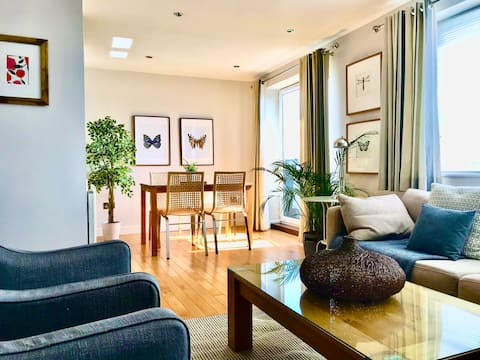 Stylish 2 bed apartment with beautiful river views