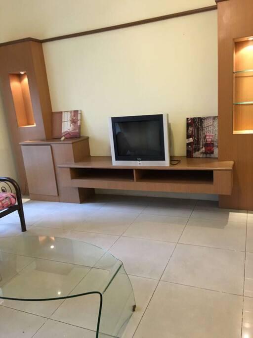 客厅整洁,无线网覆盖。