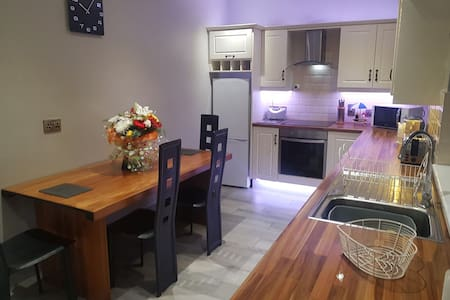 G&G' s place * Entire house sleeps 5-7 Derry City