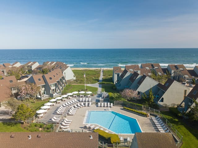 Poolside One Bedroom Unit at Full Service Ocean Front Resort in Downtown Montauk!