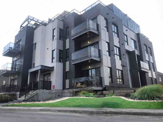 In the heart of Laval (brand new 2 bedroom apart)