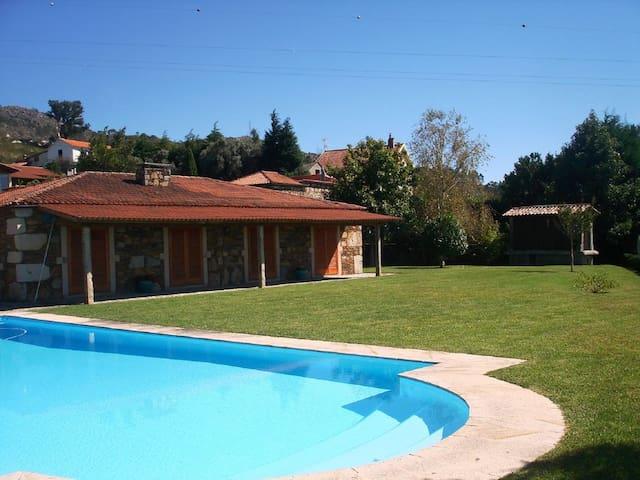 Magnifique villa avec piscine 72m2. - Dem - Vakantiewoning