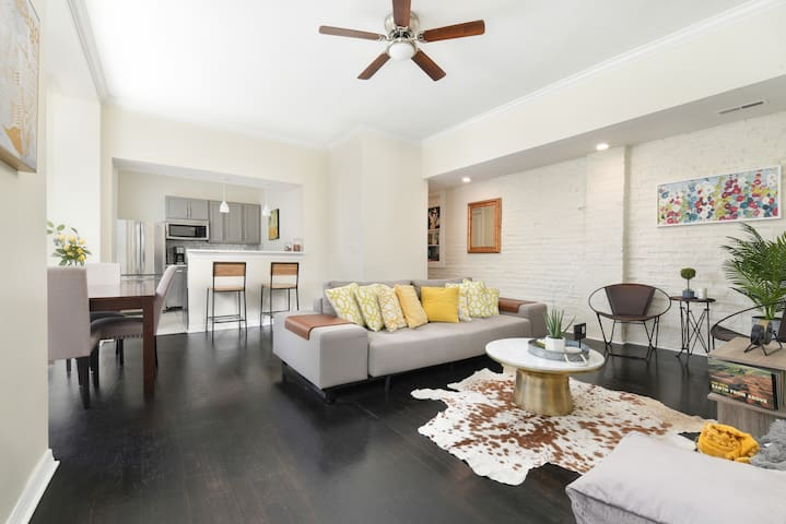 Sunny Corner Unit in the Heart of River North