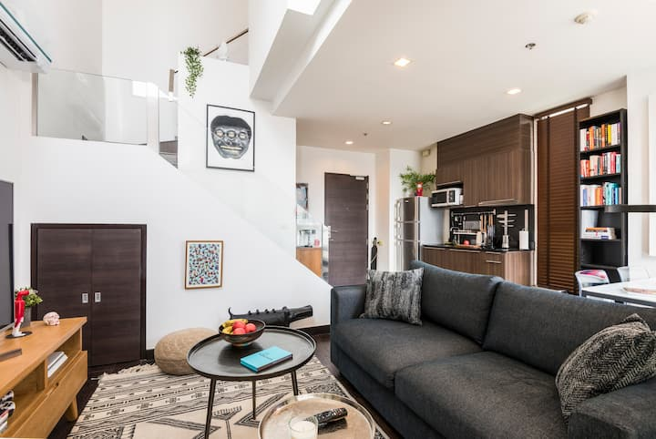 Stylish Duplex Loft right by BTS -Pool/Gym/Netflix