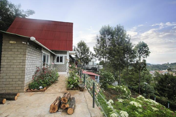 Chalet in Tea Gardens   An Artistic Abode