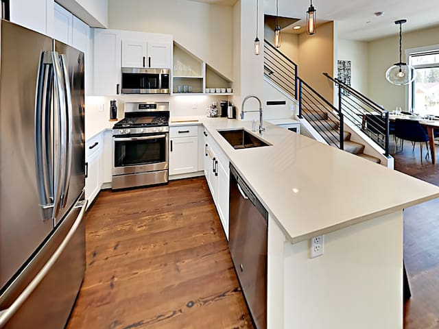 CHEF'S KITCHEN - Appointed nicely.  Knives are sharp!  You've got what you need to put together meals you'll be proud of!