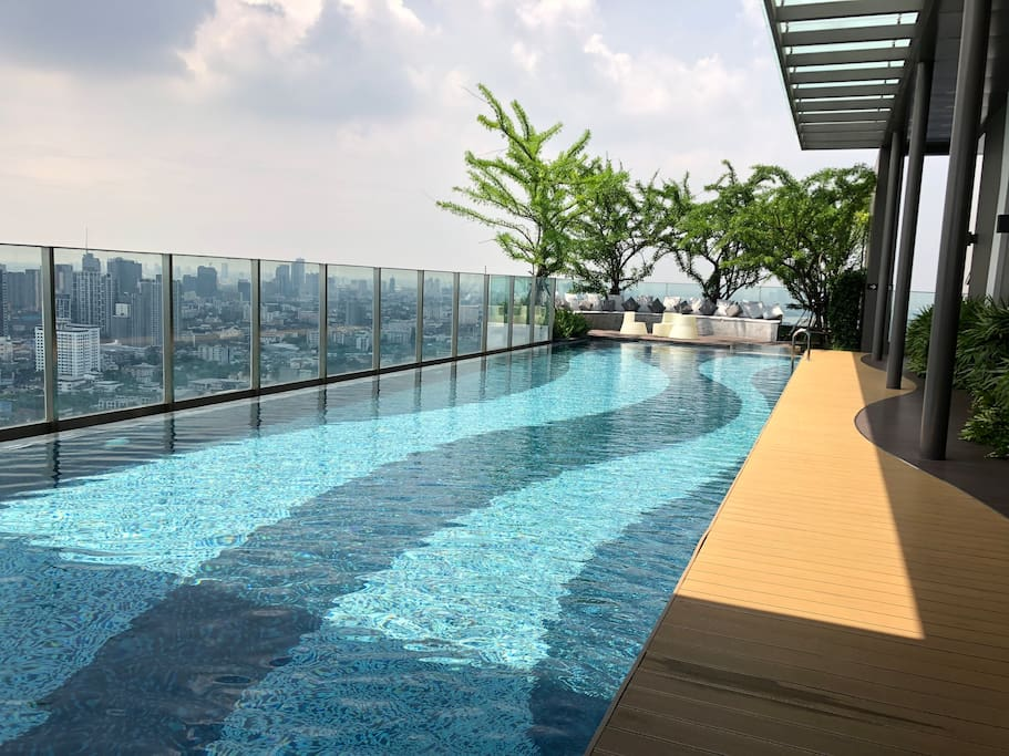 Relaxing with sky swimming pool on the rooftop with amazing Bangkok's downtown  panorama view. Open 6:00am to 11:00pm everyday.