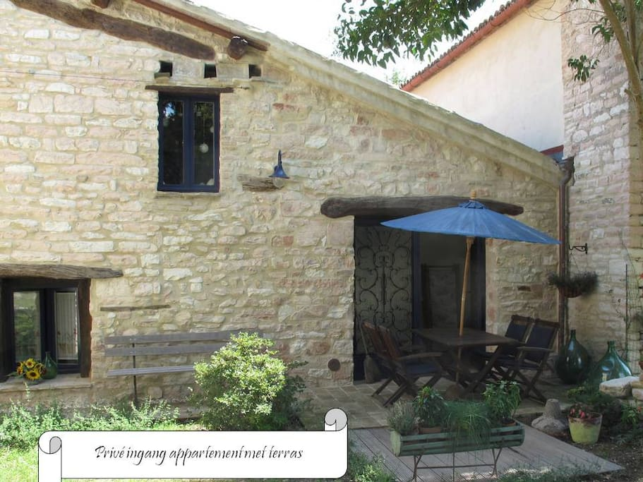 Private entrance - Entrata privata con terrazzo