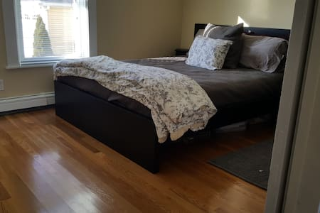 Clean 1-2  private bdrm, close Gillette, train - Mansfield - Apartemen