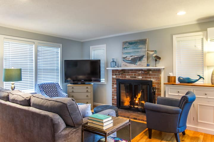 Charming Townhouse in central Ptown