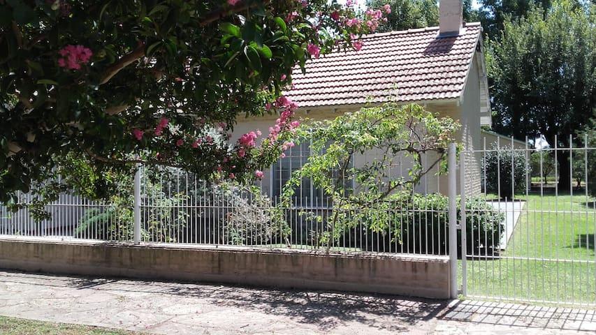 Quinta con casa, quincho y pileta en Gahan