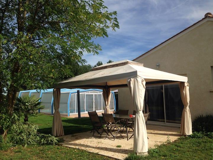 Maison neuve avec piscine couverte et chauffée