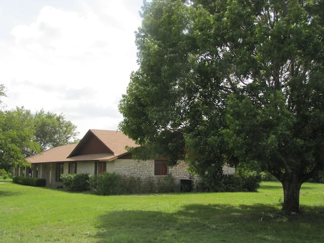 Authentic Country Setting near Austin TX - Elgin - Casa