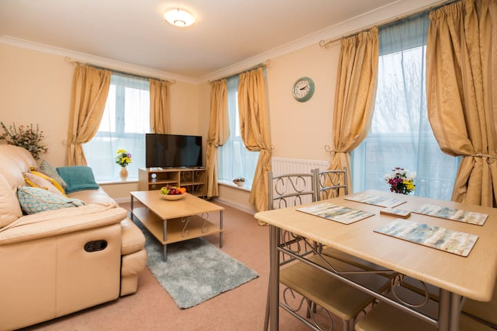 Professionally Managed Large 2 Bed Ap near ExCel