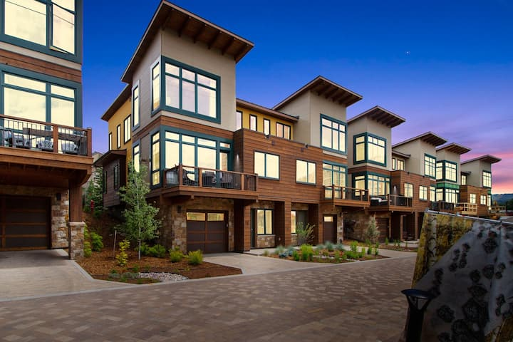 Sleek mountain townhome with amenity access and stunning views