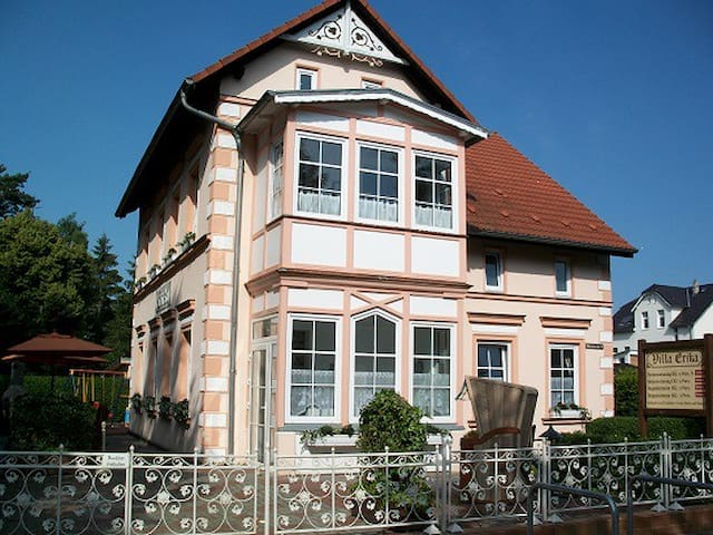 Balkonzimmer*** in Strandhausvilla - Lubmin - Bed & Breakfast