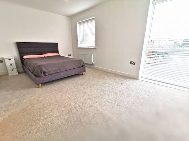 Large luxury double room with private Bathroom