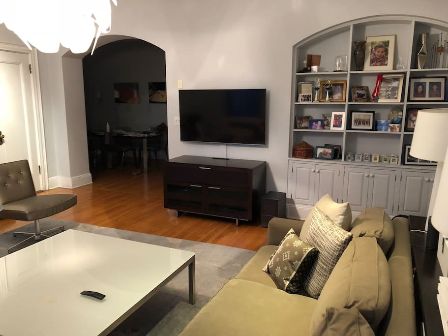 Living Room TV with Cable, Netflix