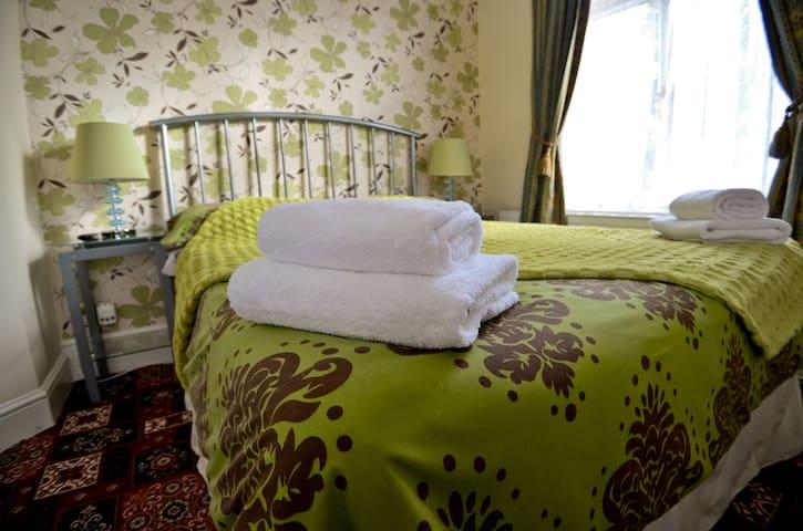Lyndricks House - Double Room