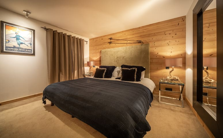 Ensuite double room in a boutique chalet - Room 4