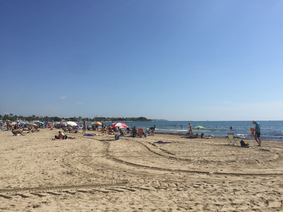 la grande plage à 8 mn à pied