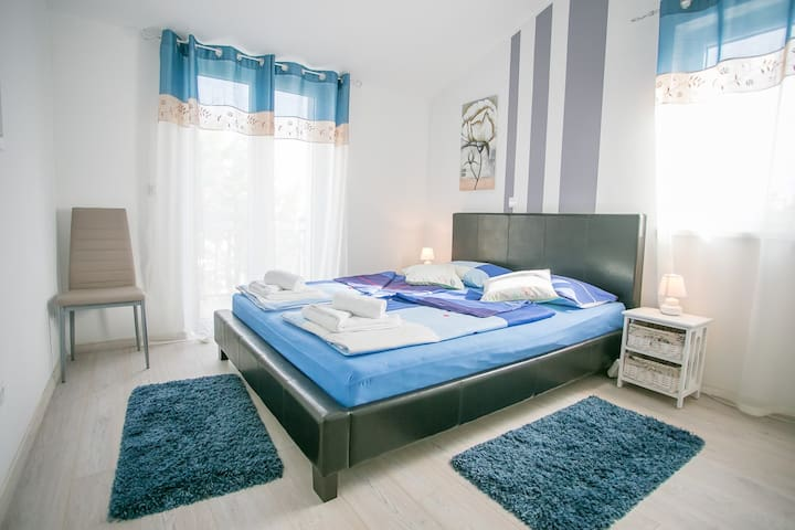 Apartment Complex Kardumovic / One-Bedroom Apartment Kardumovic IV Blue on the Third Floor