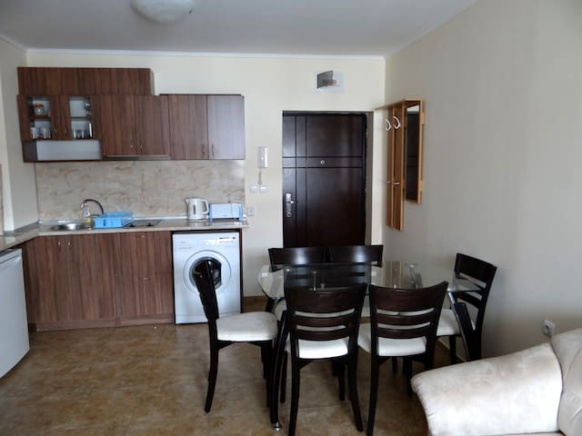2-bedroom apartment with swimming pool view - Ravda - Apartament