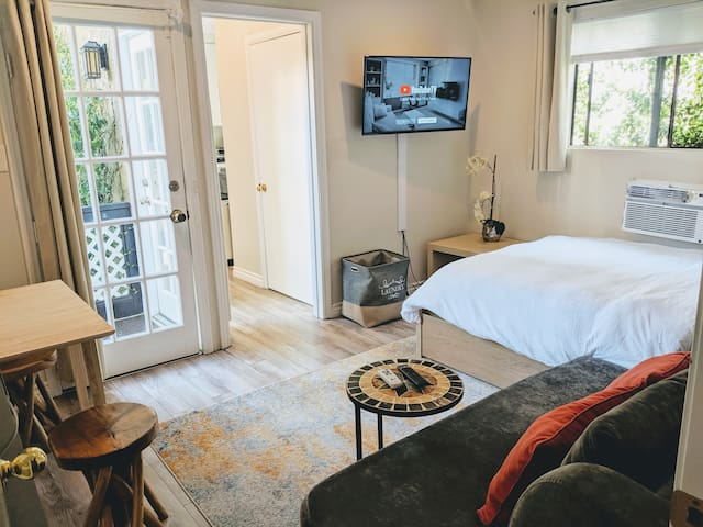 ✷Gorgeous Private Studio in Prime West Hollywood✷
