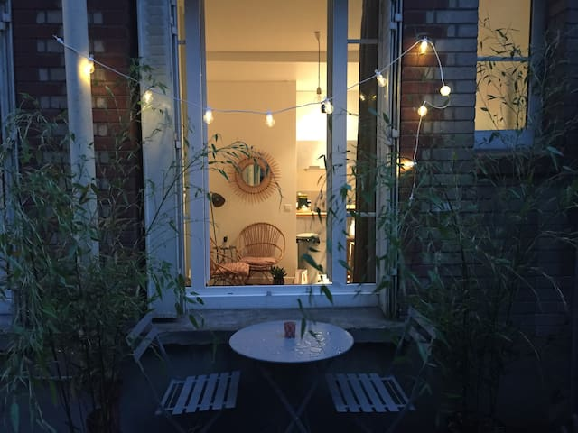 Cosy studio at Buttes Chaumont/Live as a Parisian! - Paryż - Apartament