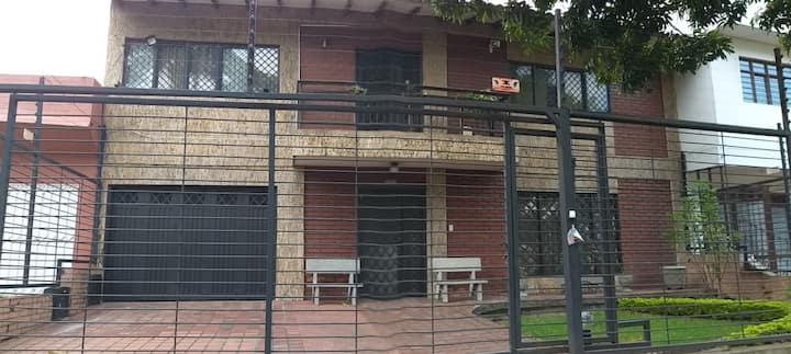 Amplia casa campestre al aire libre en la ciudad