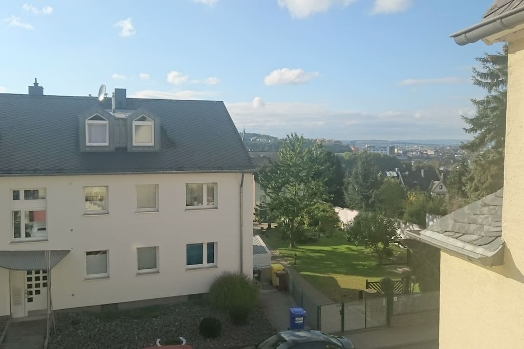 Aussicht aus dem Fenster vom Apartment auf die Festung Konstantin und die Koblenzer Innenstadt.