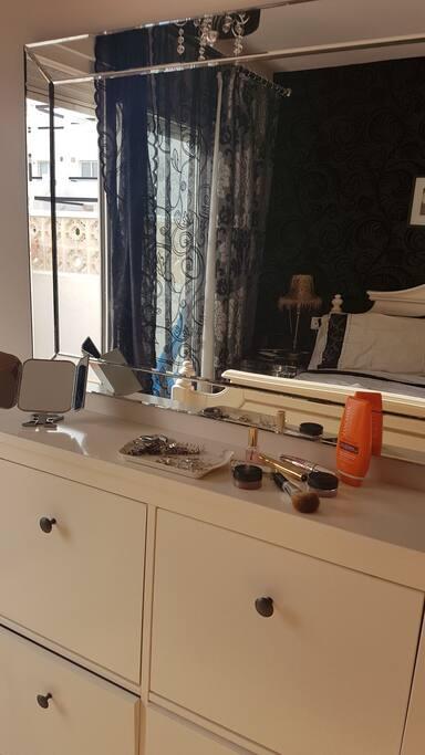'Dressing area' in Bedroom 1
