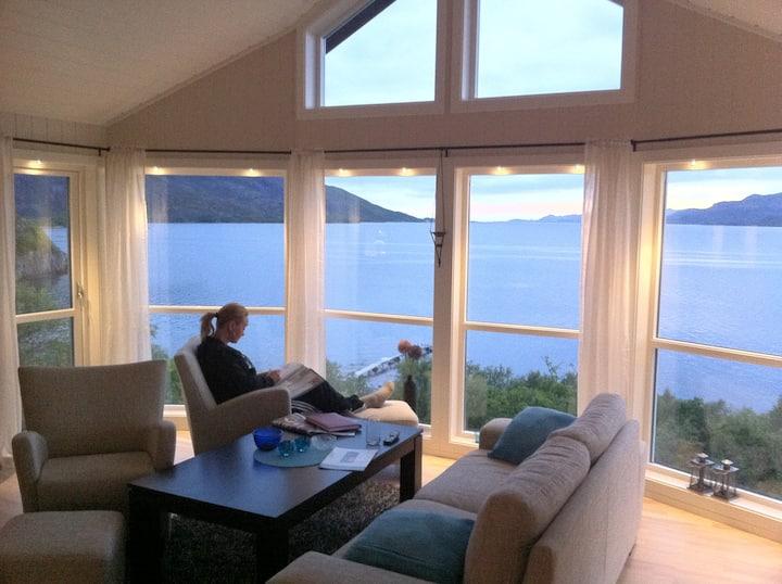 Moderne hytte med enestående utsikt