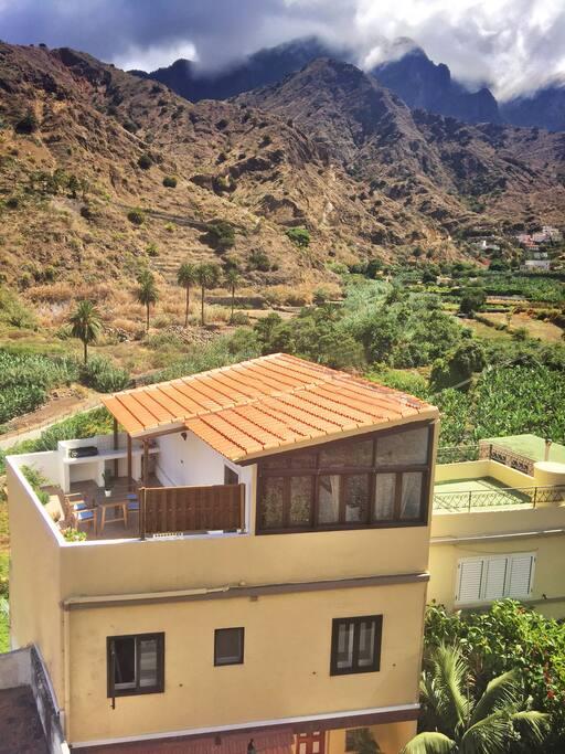 Casa Abuelo Pepe, fachada y vistas del Valle de Hermigua