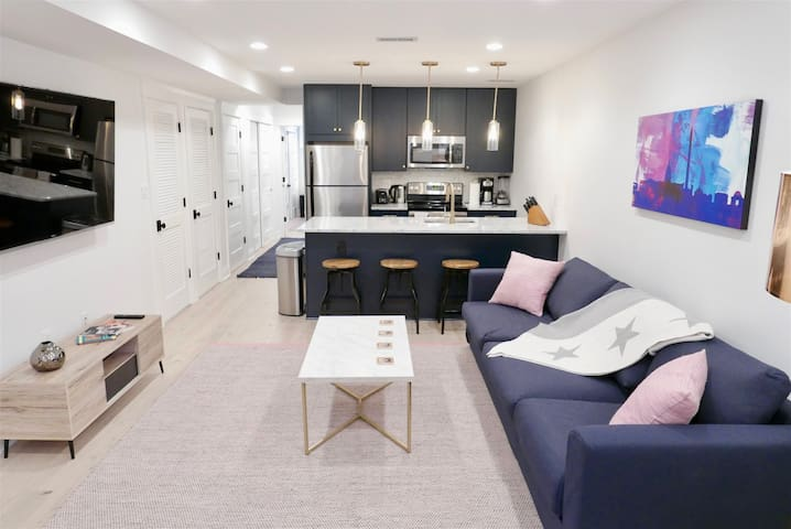 Slumber in Sophistication in Shaw ~ Sleeps 4 ~ 3 Min to Metro w/ Pking Pass!
