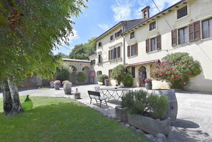 Valeggio e Borghetto. Appartamento a Corte Marzago