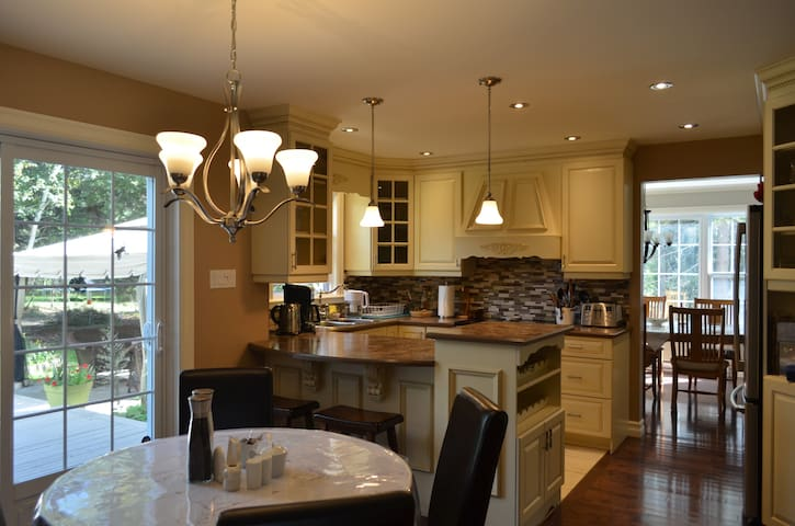 Fully equipped Kitchen, breakfast area