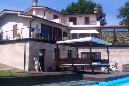 Luxury apartment with swimming pool - Colle Farnese - Casa