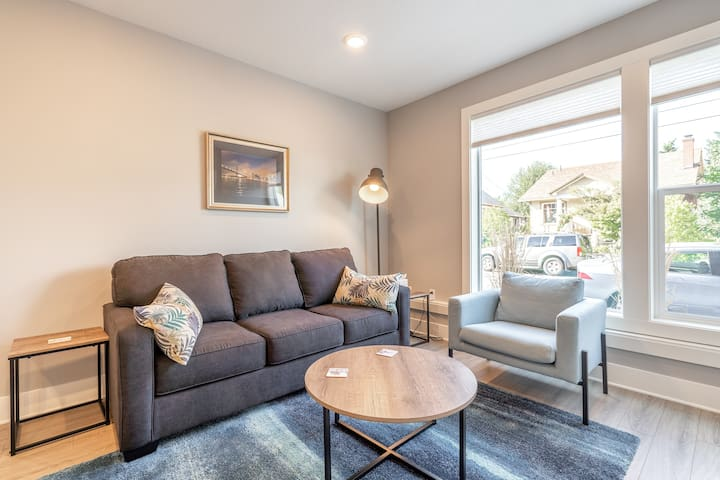 Modern One Bedroom Apartment Steps from Alberta St