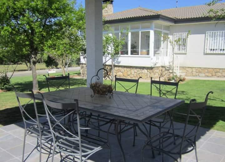 Confortable vivienda de uso turistico con jardín
