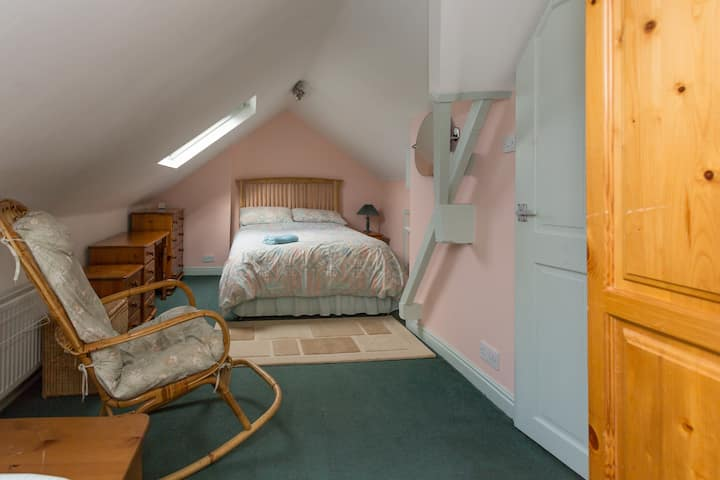 Cosy triple/family attic room