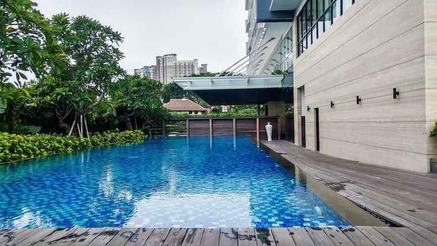 Spacious Elegant Veranda Residence@Puri Apartment