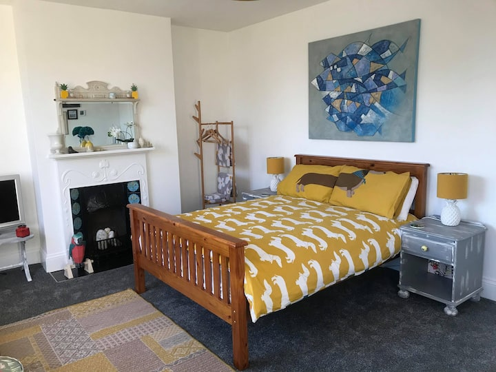 Super refurbished large bedroom with own bathroom