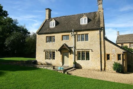 The Smithy, Broadwell, gorgeous cottage. Nr Stow - Gloucestershire