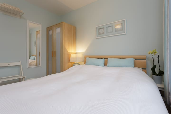 Quiet Room with Private Bathroom - Southbourne - House