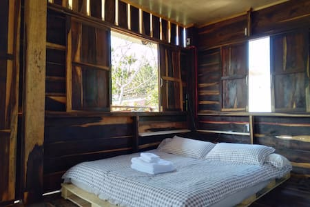 WOOD HOUSE GARDEN HOMESTAY- SHARE ROOM 2 PERSONS
